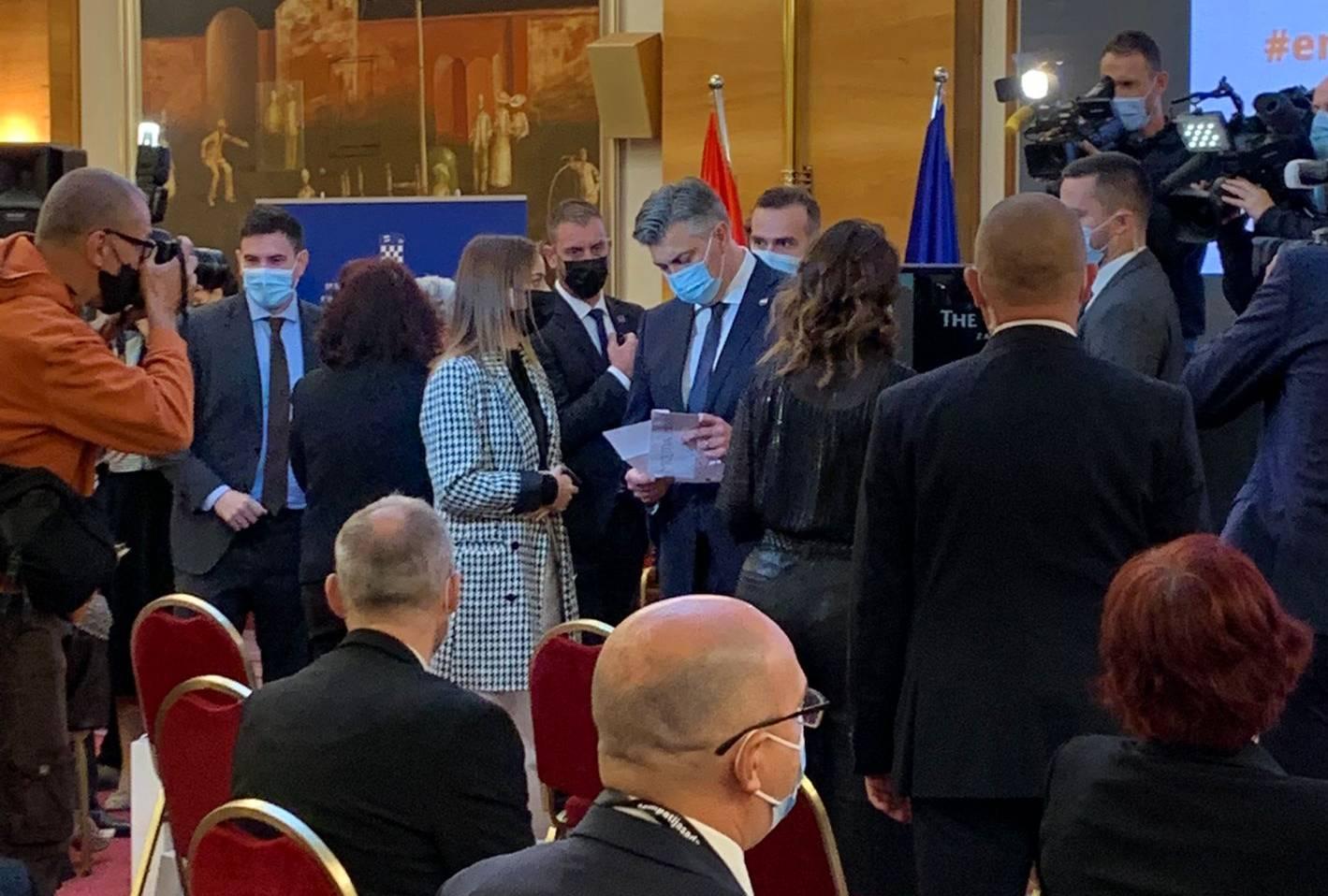 B.a.B.e uručile pismo jedne od Laura premijeru Plenkoviću